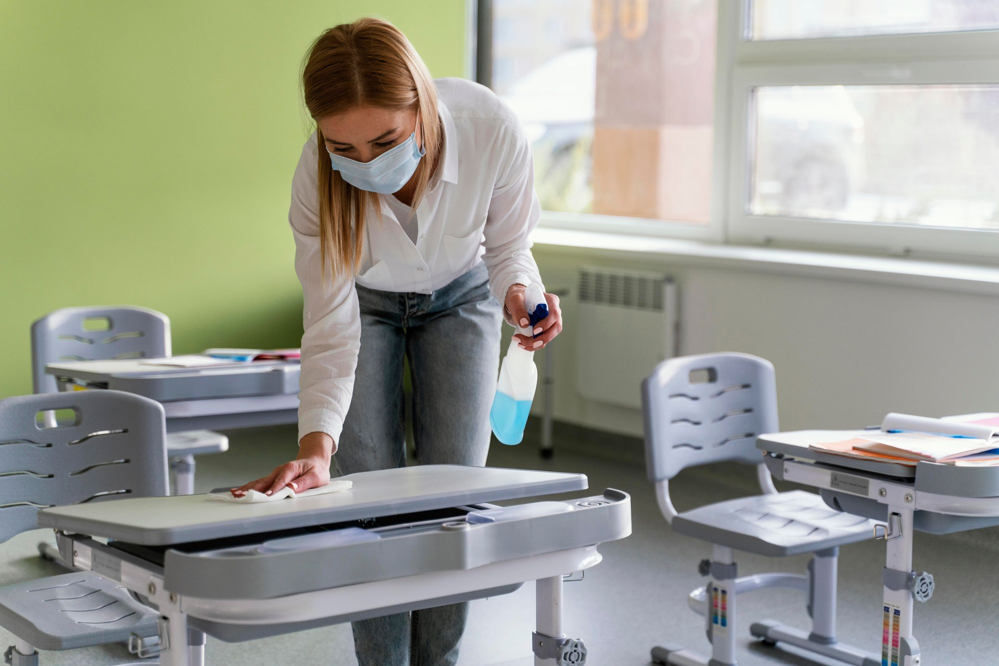 Cleaning and disinfecting classrooms and school, daily sanitisation