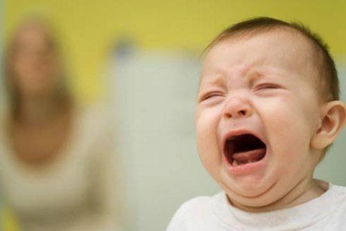 Làm thế nào để đối diện với cơn bão cảm xúc từ con